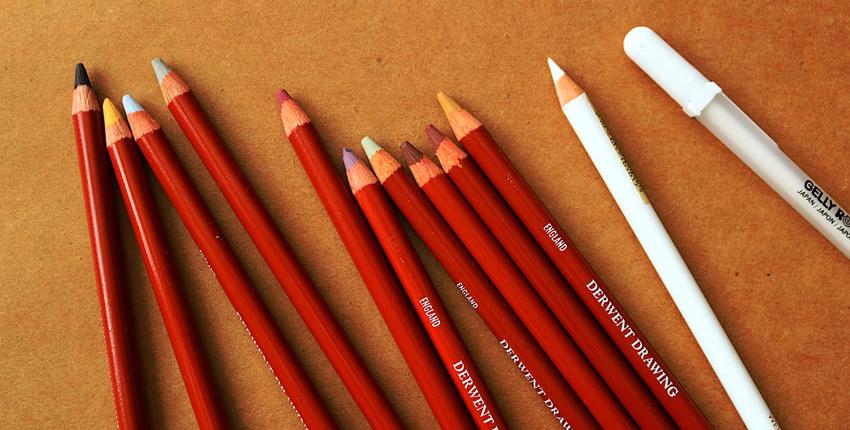 Buntstifte von Derwent sowie andere Materialien